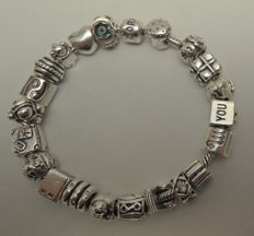 925 silver full Pandora charm bracelet with 21 charms. Length: 20 cm