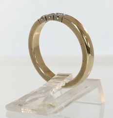 Yellow gold 14 kt ring with 0.15 ct diamonds set in white gold