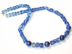 Kyanite quartz necklace with Lapis lazuli, 49 cm length, 14 kt gold clasp