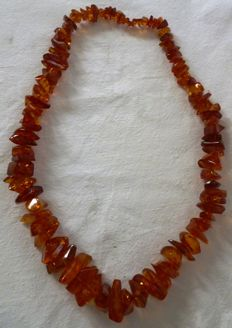 Amber necklace. 70 cm.