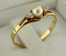 14 kt Gold ring inlaid with pearl and zirconia – Ring size: 17.5