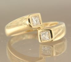 14 kt gold crossover ring set with princess cut diamond, 0.35 ct in total, ring size 16.5 (52)