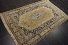 Magnificent handwoven Orient carpet, Cashmere Qom 125X185cm Made in Cashmere around 1970/1980