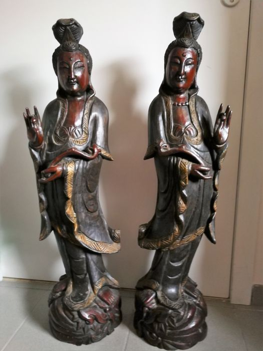A pair of large size wood sculpted Guanyin - China - Second half 20th century.