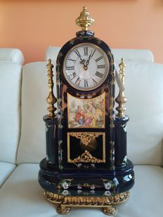 Louis XV- style Pendulum Clock in Limoges porcelain