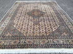 ISFAHAN WOOL - very fine - approx. 372 x 275 cm - approx. 490,000 knots per square metre - with certificate of authenticity