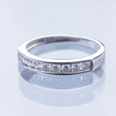 Half-wedding ring in 18 kt white gold with diamonds