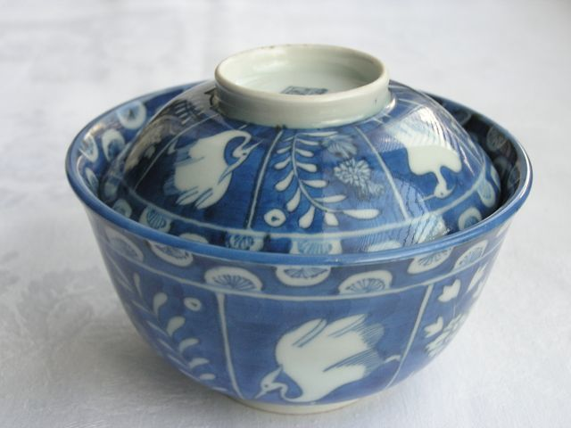 Arita chawan (lidded bowl) with birds and kirin - Japan - ca. 1760-90
