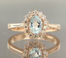14 kt rose gold entourage ring with topaz and 14 brilliant cut diamonds of approx. 0.22 ct in total, ring size 17.25 (54)