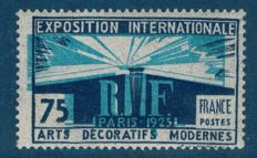 France 1924-1925 - International Exhibition of Decorative Arts with variety with misplaced centre - Maury no. 215a.