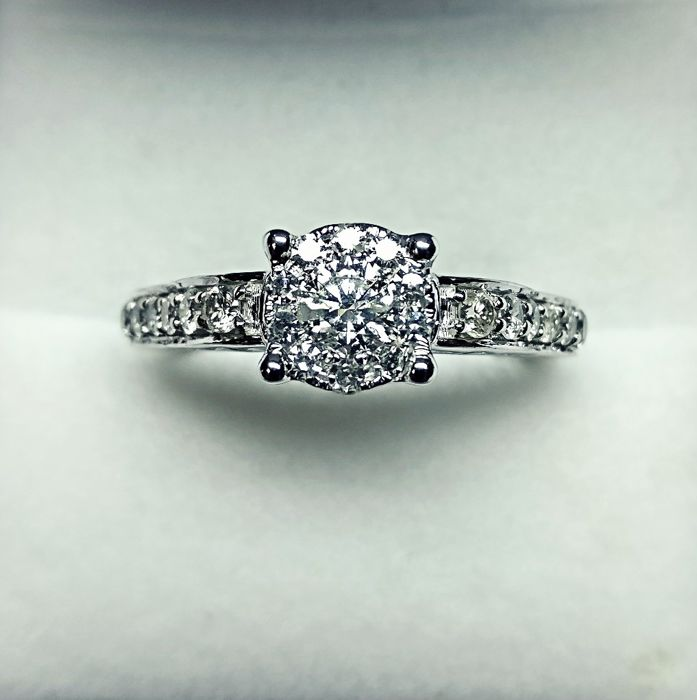 14kt White Gold Ring with diamonds total 0.89 ct - size 55