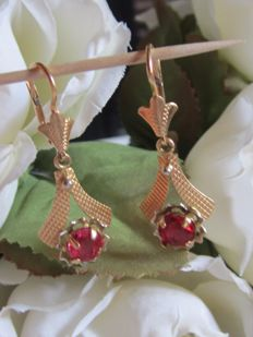 'Sleeper' earrings in yellow and white gold with a pink ruby.