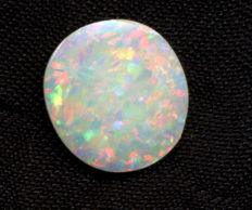 Noble opal from Australia  - 10,70 x 9,73 x 2,64 mm - 1,70 cts