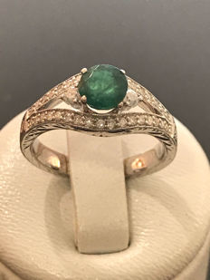 Lovely gold ring with emerald and diamonds for a total of 1.22 ct, Top Wesselton – Dimensions 53 / 16.85 mm.