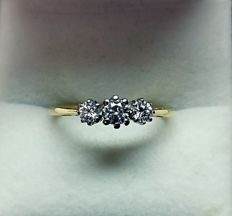 14kt Gold Ring with Brilliant cut diamonds total 0.52 ct - size 55