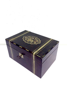 A rosewood box inlaid with brass and mother of pearl - England - Ca. 1920