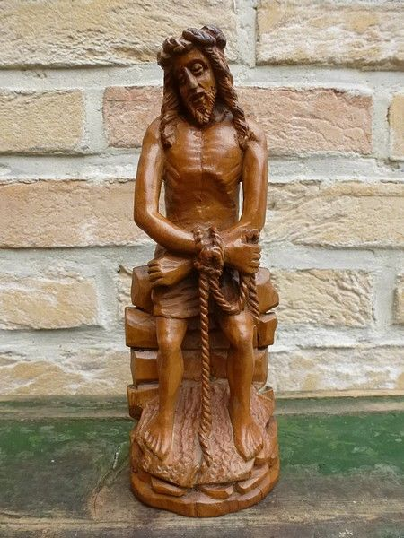 Palm wood boxwood carving christ on the cold stone neo