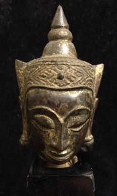 Ayutthaya Kingdom, bronze Buddha head , with remains of the original gold - Siam -  15th/16th century