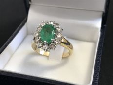Gold ring (18 kt) with emerald and diamonds – Dimensions:  27.5 x 18.4 mm