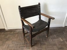 Spanish 17th century Walnut Chair with leather upholstery