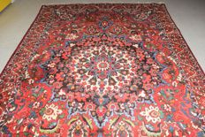 Persian carpet (Iranian Nomads Bakhtiar) – second half of the previous century 310x210cm