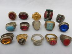 Collection of 15 old (signet) rings with stones/glass and niello inlay – 20th century.
