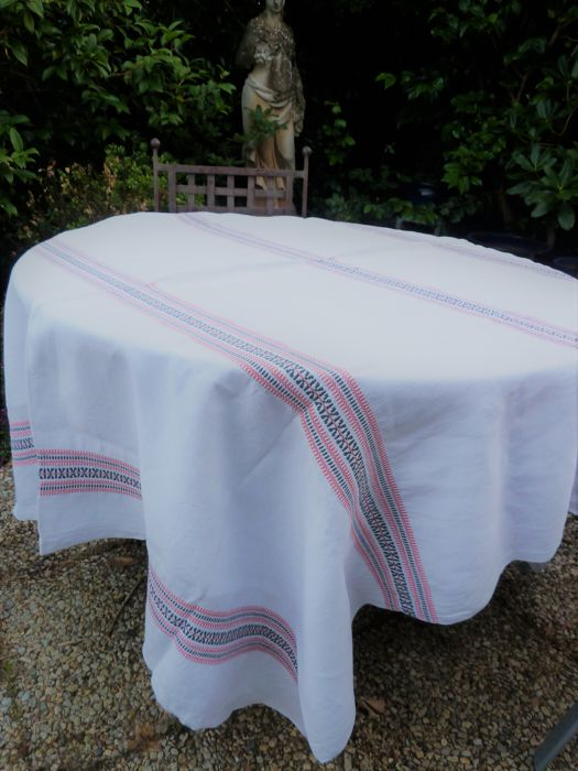 Charmant Rectangular White Cotton Tablecloth Woven Black And Red Designs