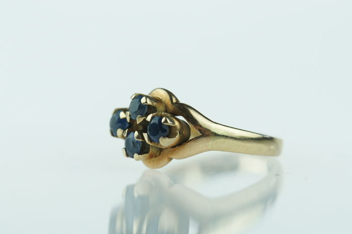 14 kt gold entourage women´s ring with sapphires, ring size 17