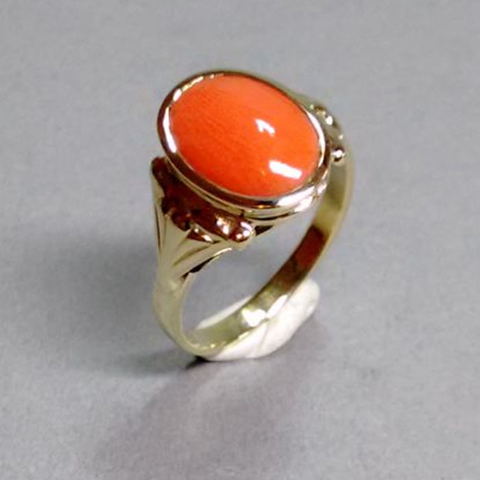 Ring in 14 kt yellow gold with Mediterranean coral - RS 53