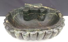 Shell-shaped wall stoup in Verde Alpi marble - Italy - 19th / 20th century