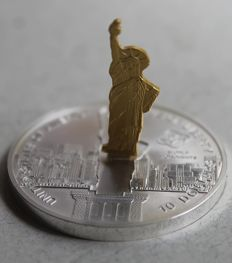 "Cook Islands – 10 Dollars 2006 – New York ""Statue of Liberty"" – sculpture coin partially 24 kt gold-plated – 1 oz silver"