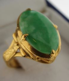 Yellow gold handmade ring 23 kt inlaid with Jadeite