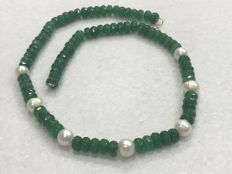 Necklace with emerald and pearl, with 18 kt gold