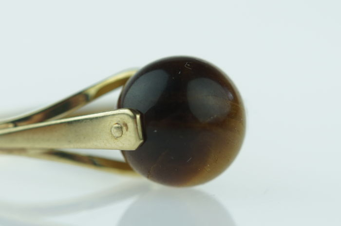 Yellow gold women's ring set with bullet-shaped tiger's eye, ring size 18, low reserve price
