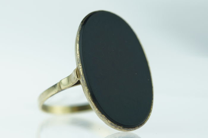 Robust antique 14 kt gold ladies women's ring set with onyx plate, ring size 19.25