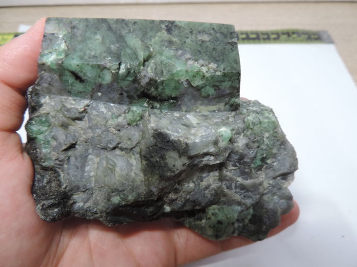 Emerald on Matrix - 12 x 11 x 9cm - 610gm