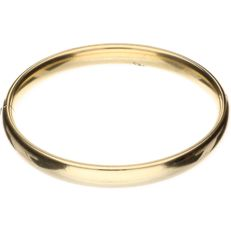 14kt solid yellow gold bangle – Inner size: 6.2 cm – Weight: 21.10 grams.