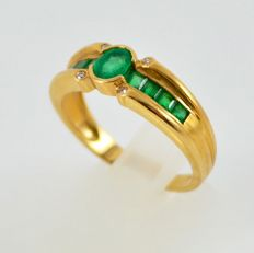 18 kt Yellow gold ring with emeralds