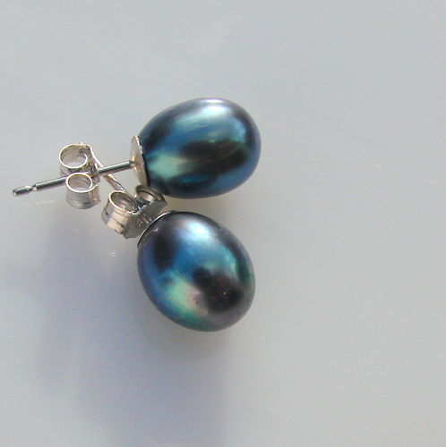 White gold (14ct) earrings with cultured  pearls black Tahiti  measuring 9.5mm/8mm  in diameter