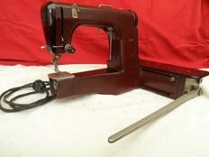 Very nice and especially unique case sewing machine of the German top brand Mewa. Ingeniously constructed item