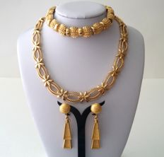 Vintage MONET and Crown TRIFARI Gold Plated Necklace Bracelet and Earrings