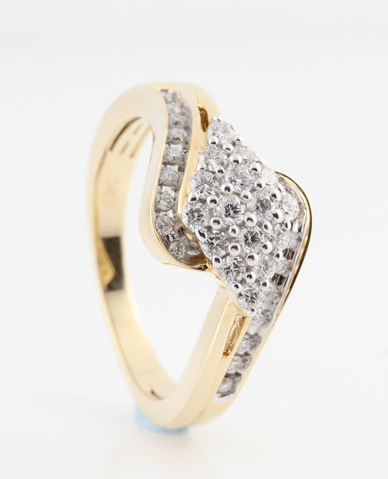 14 kt yellow gold diamond ring 0.51 ct / 34 round brilliant cut diamonds / G-H-VS1-VS2 / weight: 4.80 g / ring size: 57