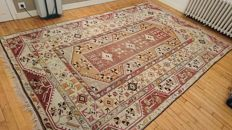Magnificent Milas carpet from Turkey - Handwoven - 307 x 195 cm - Perfect condition.