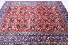 Semi-antique Isfahan Persian carpet from 1940, red, 3.55 x 2.30m, genuine handwoven oriental carpet from Iran, collector's carpet