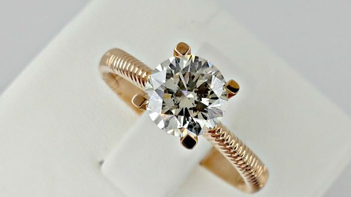 1.25 ct round diamond ring in 14 kt gold - size 7,5
