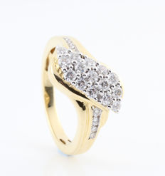 """PTA-14-07-2017 ----- 18 kt yellow gold diamond ring, 0.80 ct / G-H VS2-VS1 / 6.80 g / 57 / 23 round brilliants with very strong sparkle """"New"""""""