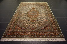 Luxurious hand-knotted oriental carpet, Indo Bidjar Herati wih medallion, 170 x 240 cm, made in India
