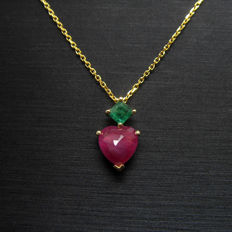 14 kt yellow gold pendant with 1.02ct of  ruby and 0.16ct of emerald