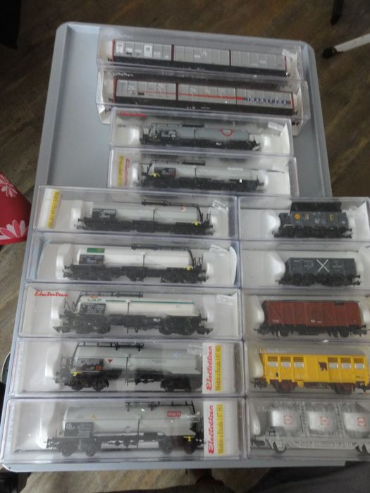 Electrotren H0 - 14 various freight trains: Sliding wall, boiler and others - different railway companies