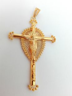 19.25kt 800 gold crucifix – Hand-crafted